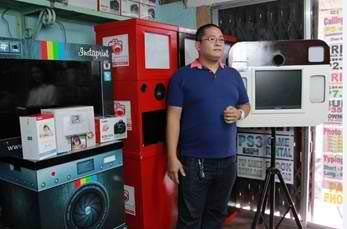 Jett Lau, of Graphics Photo Booth owner, Photobooth Organization of the Philppines member, Canon SELPHY CP820 user